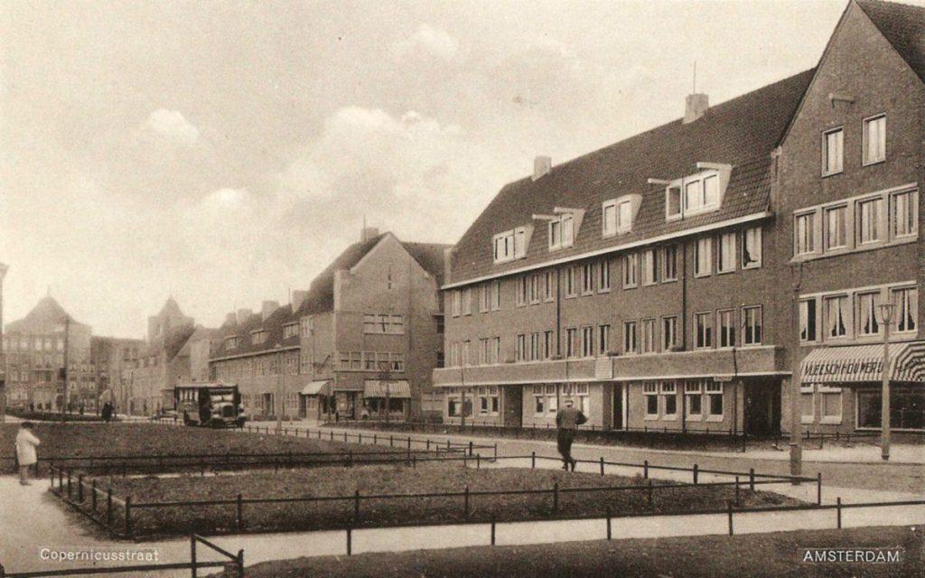 Mr.P.N.Arntzeniusweg 88 - winkelpand in het midden - ± 1935. Foto: Jan van Deudekom  Alle rechten voorbehouden