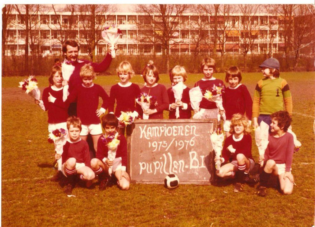 Pupillen B Madjoe kampioen - 1975/1976 Peter knielt helemaal rechtsvoor. Foto: Peter Kost