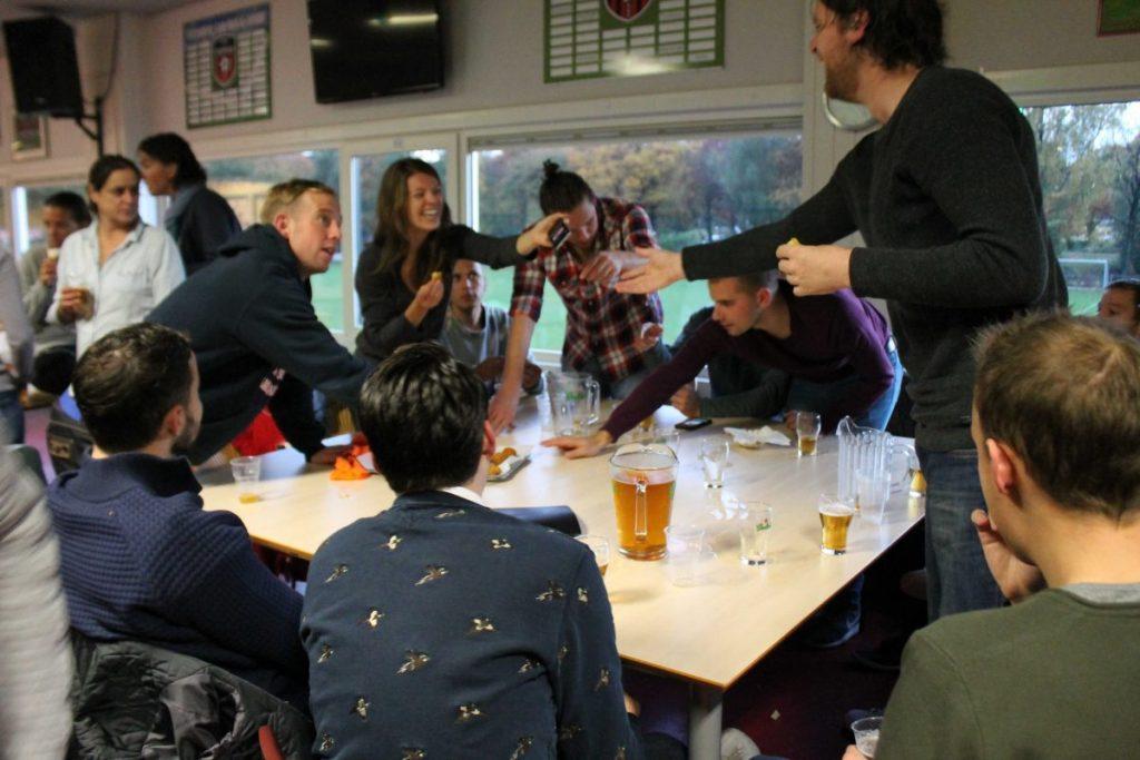 Pitchers bier in de kantine - 2016 - Foto: Jo Haen © Alle rechten voorbehouden