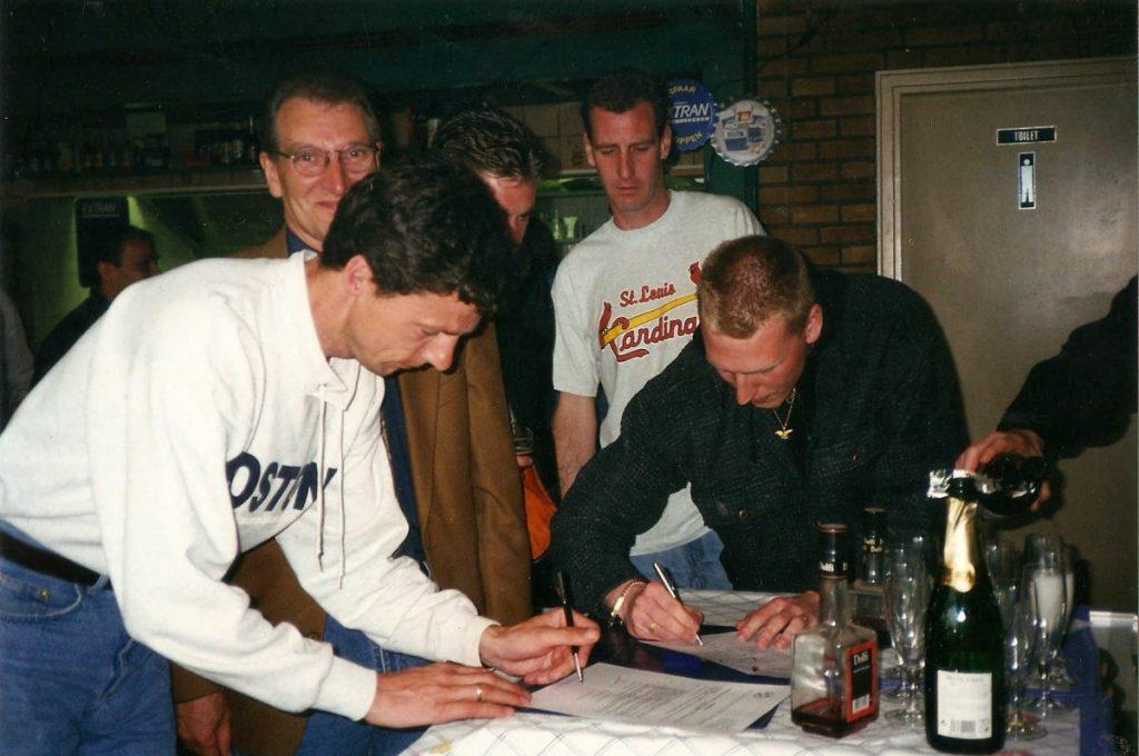 John Schoonderwoert tekent trainerscontract bij St. Louis - ± 2000. Foto: John Schoonderwoert
