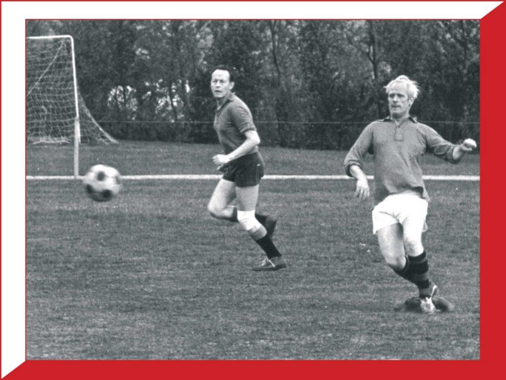Bertus Veenendaal - de vader van Rob aan de bal.