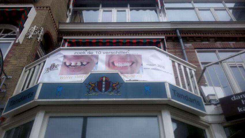 Sinds kort hangt dit geweldige spandoek op de pui! - Foto: Jo Haen - Alle rechten voorbehouden