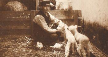 Vergulden Eenhoorn Henny Prins opa v.d.Fange met zijn potlammetjes en de hulp Schoorl.