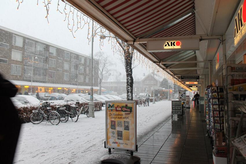 Christiaan Huygensplein in de sneeuw - Jo Haen Alle rechten voorbehouden
