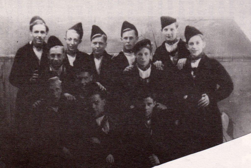 08 - OVVO 70 jaar 1947 jeugd in volendam