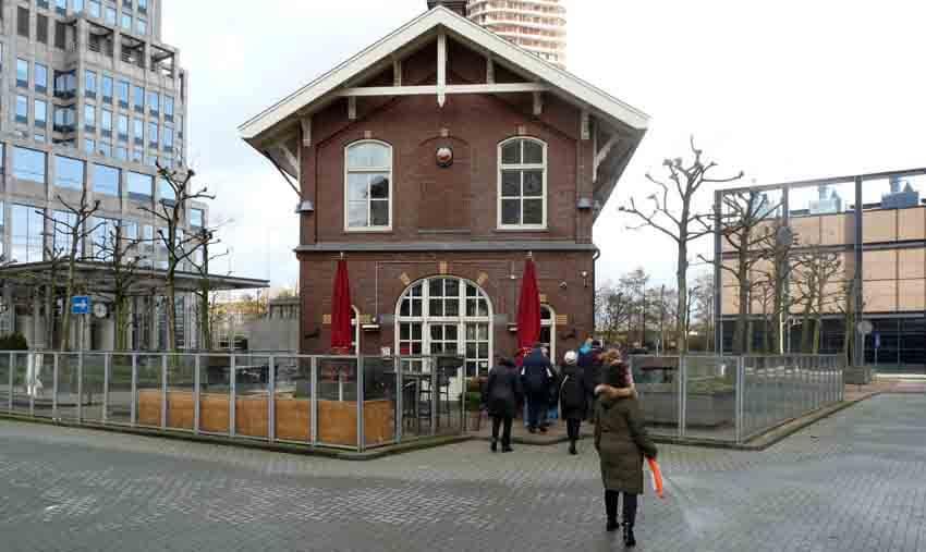 Het portiershuisje van Blooker, nu een café-restaurant - Foto: Toine Roestenburg - Alle rechten voorbehouden