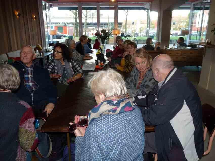 Aan de koffie in House of Watt - Foto: Toine Roestenburg - Alle rechten voorbehouden
