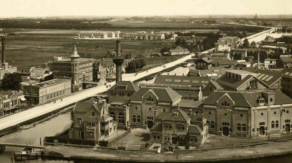 De Omval in 1931 - Links de Blookerfabriek - Foto: Beeldbank Amsterdam - Alle rechten voorbehouden