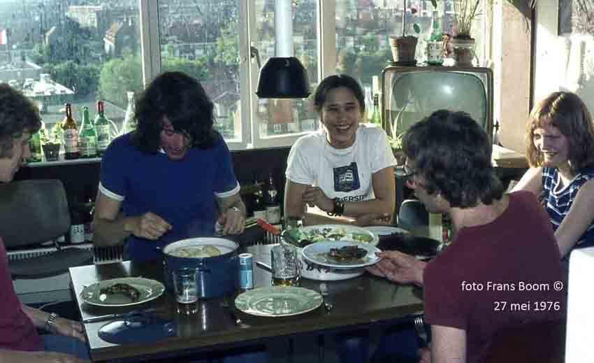Zomaar een maaltijd! Zomaar een maaltijd! Deze foto is gemaakt in één van de keukens van de studentenflat Casa 400. De foto is gemaakt door Frans Boom in 1976. Alle rechten voorbehouden