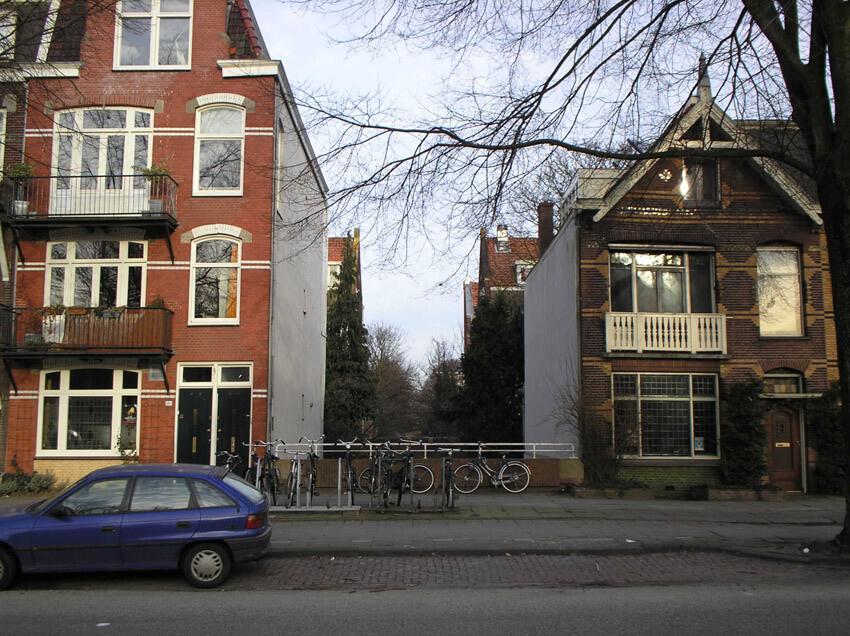 Het oude huis naast de tochtsloot aan de Middenweg. (foto 2006 Jo Haen) Alle rechten voorbehouden