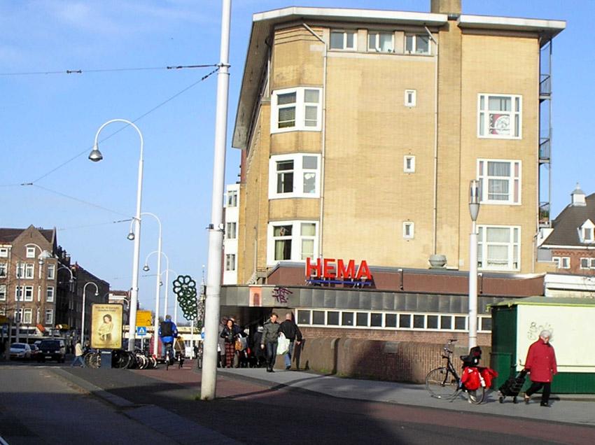 De Hema in de Linnaeusstraat anno 2007. Als onderdeel van de bebouwing van het Polderweggebied gaat de Hema in de toekomst uitbreiden aan de achterkant. Foto: Jo Haen Alle rechten voorbehouden