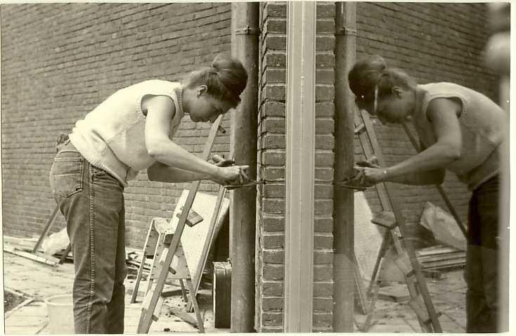 Samen bouwen aan de kerk Kerkleden metselen mee in de jaren 1964-1965 aan het nieuwe kerkgebouw aan de Zaaiersweg Alle rechten voorbehouden