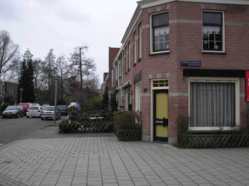 De winkel op de hoek Reaumurstraat/Torricellistraat anno 2006. (foto Jo Haen) Alle rechten voorbehouden