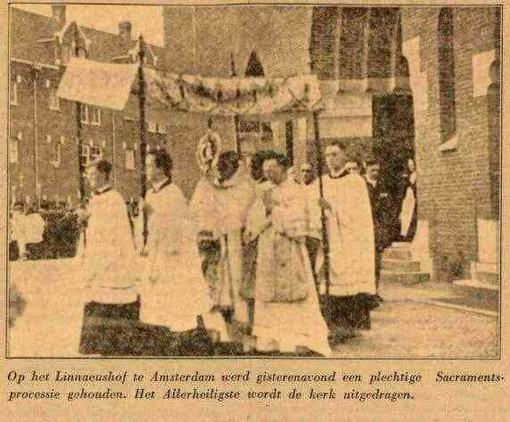1931 Processie Hofkerk – Linnaeushof. Bron: De Maasbode van 22-06-1931.