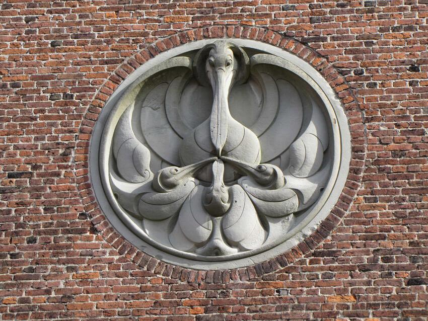 Een Joods element in de Hofkerk op het Linnaeushof. Deze pelikaan is gemaakt door de Joodse beeldhouwer Mendes da Costa. Foto: Frits Slicht.