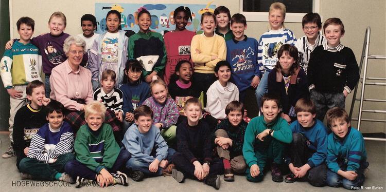 Groep 6 (1988-1989). René staat op de achterste rij, tweede van links, achter juffrouw Fledderman Foto: René van Eunen Alle rechten voorbehouden