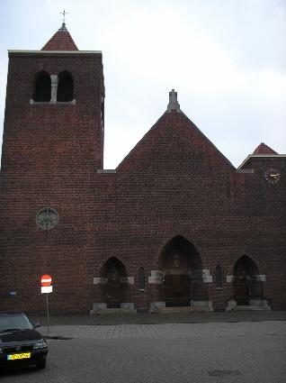 De Martelaren van Gorcumkerk (tegenwoordig Hofkerk geheten) van architect Kropholler uit 1929) op het Linnaeushof. Alle rechten voorbehouden