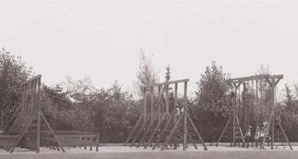 Speeltuin Onderlangs Betondorp De speeltuin aan het Onderlangs in Betondorp in 1932. Foto Stadsarchief Amsterdam. Alle rechten voorbehouden