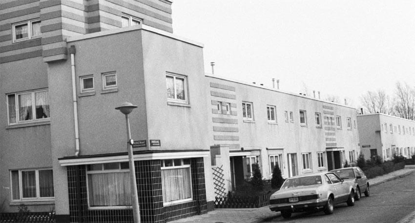 Onderlangs v.l.n.r. 69 t/m 82 - 1990 - Foto: Beeldbank Amsterdam - Alle rechten voorbehouden