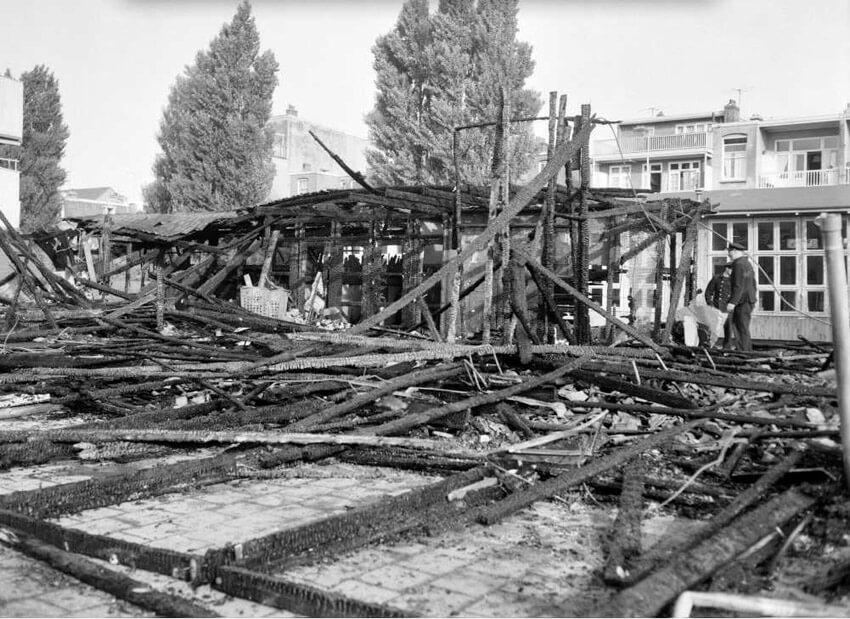 Fraunhoferstraat Uitgebrand schoolgebouw 24 juni 1959 . Foto: Gahetna.nl  Alle rechten voorbehouden