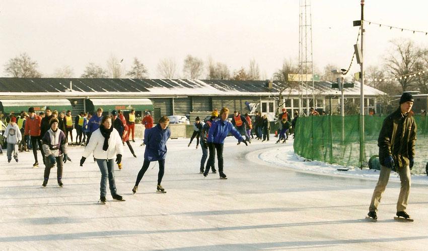 Overzicht van de Jaap Edenbaan. Op de achtergrond De Scheve Schaats, waar we na afloop chocolademelk drinken. Foto: Jo Haen Alle rechten voorbehouden