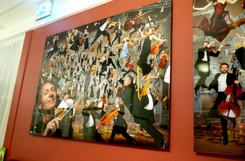 Kunstwerk op de muur in de NedPho-koepel
