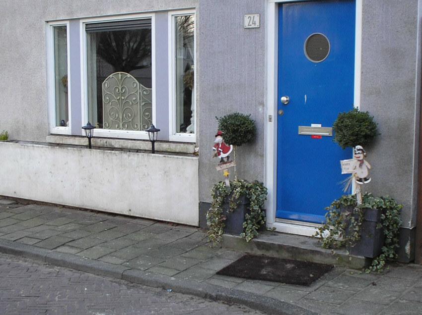 Sikkelstraat 24 anno 2006. De mooie houten voorkant is veranderd in een stenen muurtje. (foto Jo Haen) Alle rechten voorbehouden