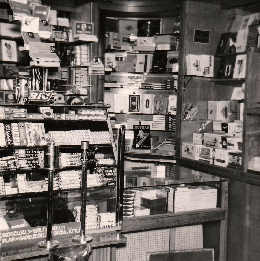 Hogeweg 49 - interieur winkel - 1961 - Foto: familie Simis - Alle rechten voorbehouden