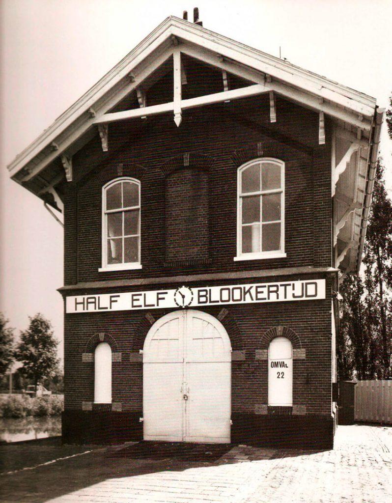 Het originele Blookerhuisje (portiershuisje). Het is weer opgebouwd tussen de 3 torens in. Alle rechten voorbehouden