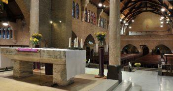 interieur met altaar Hofkerk