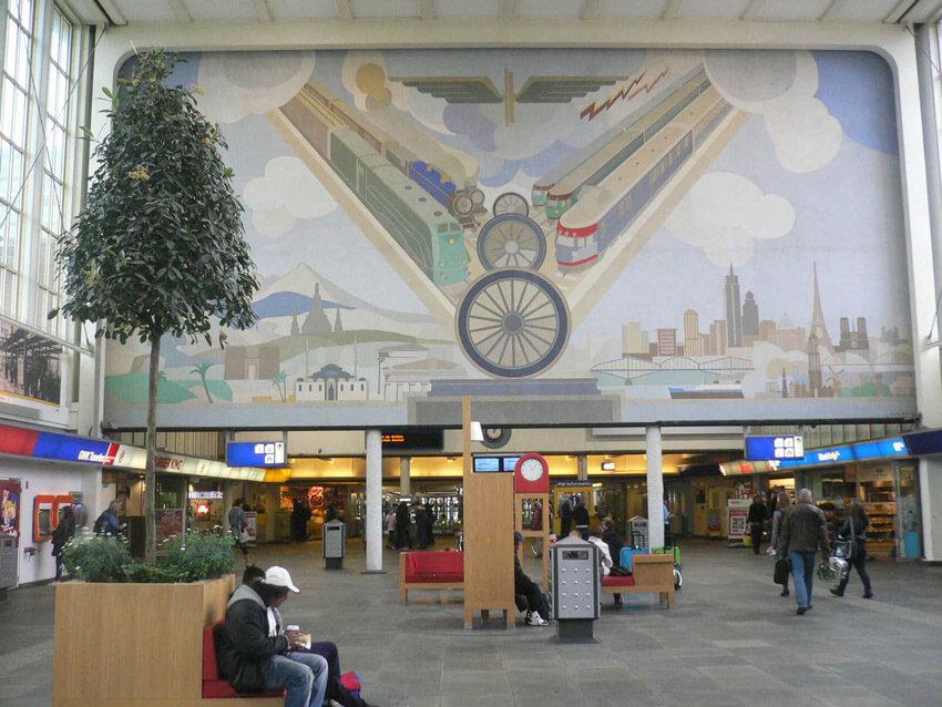 De hal van het Amstelstation (geopend in 1939.  Alle rechten voorbehouden