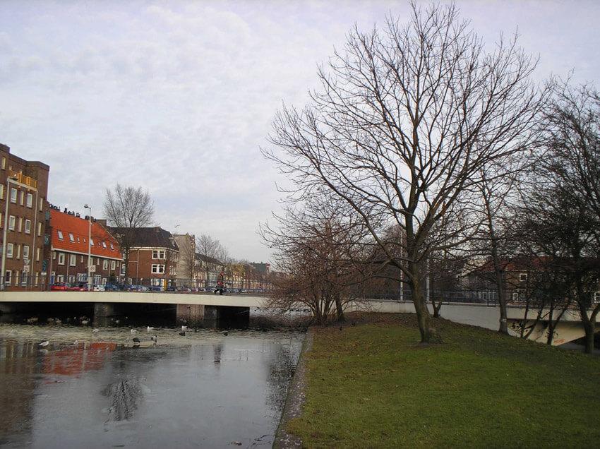 De brug Schalkburgerstraat naar de Nobelweg anno 2006. ( foto Jo Haen) Alle rechten voorbehouden