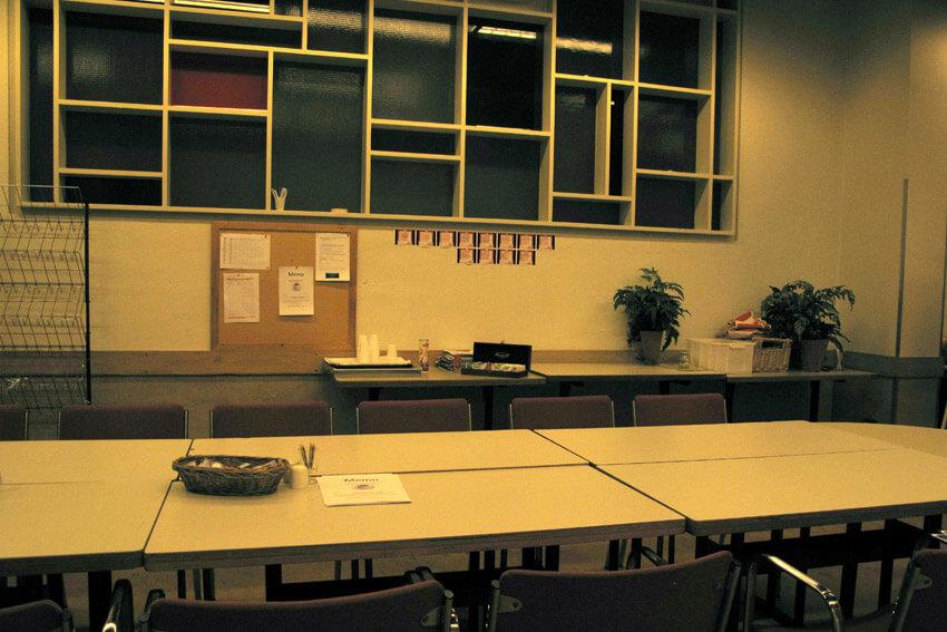 Tegenwoordig is dit de personeelskantine, vroeger werden hier studentenfeesten gehouden. Foto december 2009. Alle rechten voorbehouden