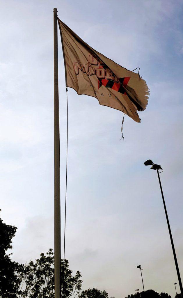 Het strijken van de oude vlag - 9 juni 2018 - Foto: Kees Zijp - Alle rechten voorbehouden