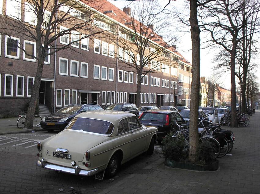 Het begin van de Pythagorasstraat vlakbij de Linnaeuskade - foto Jo Haen -  Alle rechten voorbehouden