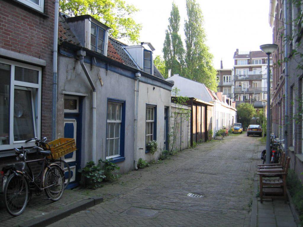 Linnaeusdwarsstraat 2006, het achterste deel van de straat. Door: Annemiek Lenssen Alle rechten voorbehouden