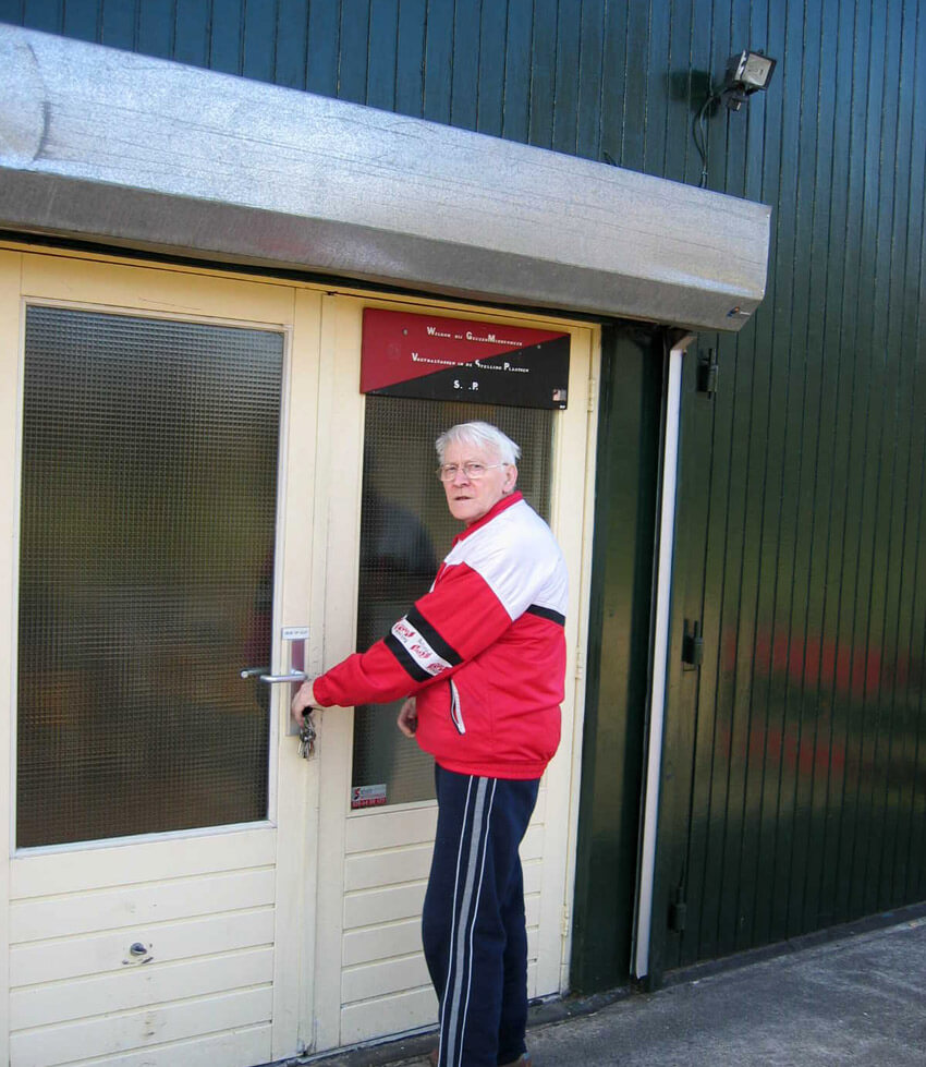 Dick Heddema bij de deur... Alle rechten voorbehouden